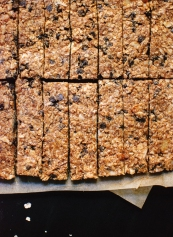 healthy-almond-chocolate-chip-granola-bars-8
